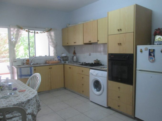 3 Bedroom Apartment in Town with Large Separate Kitchen