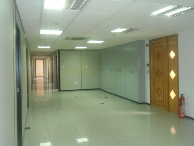 Hi Tech Modern office 415mtrs for Rent with easy access to highway