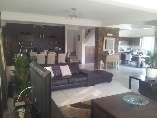 Spacious 3 Bedroom Semi Detached House in Naafi