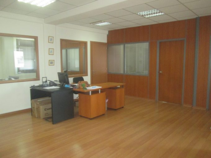 Office 440 sqm in commercial Building