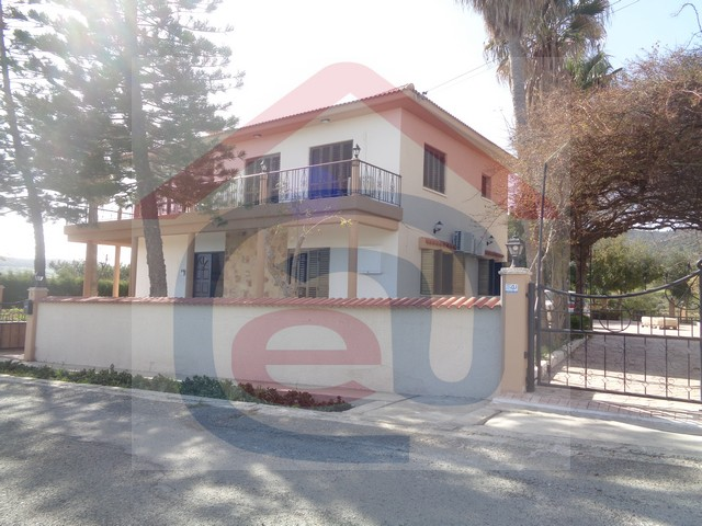 5 Bedroom Villa plus Office, Private Tennis Courts and pool in Parekklisia