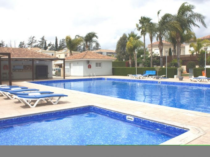 2 Bedroom Apartment in Gated complex with 24hour Security