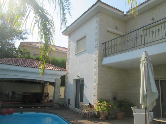 Lovely 4 Bedroom Detached House with Electrical Appliances and Pool in Columbia