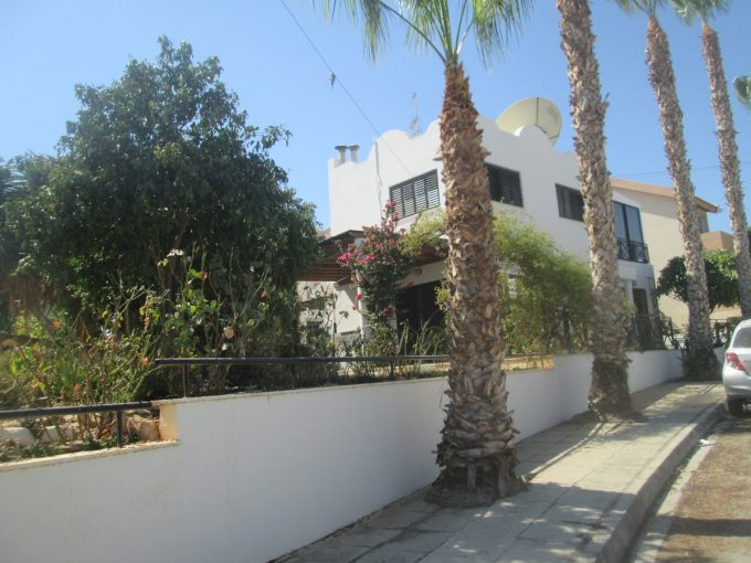 Lovely 4 Bedroom Detached House in Agia Phyla with beautiful gardens