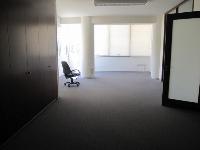 Building 400 sqm consisting of Showroom and Offices Prime Location