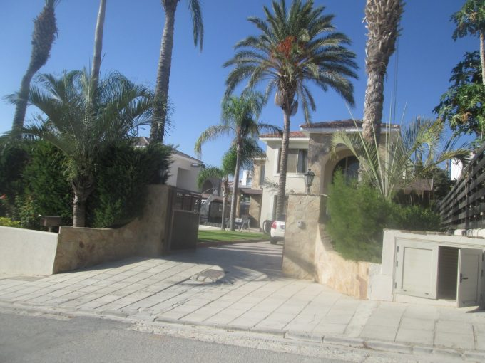 6 Bedroom Villa with Private pool and Lovely Gardens Furnished.