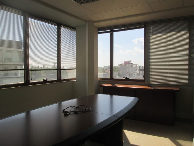 Office 261 sqm in commercial building in prime location