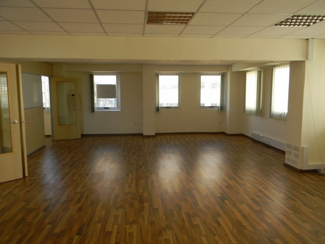 Office 165 sqm in Commercial Building in city..