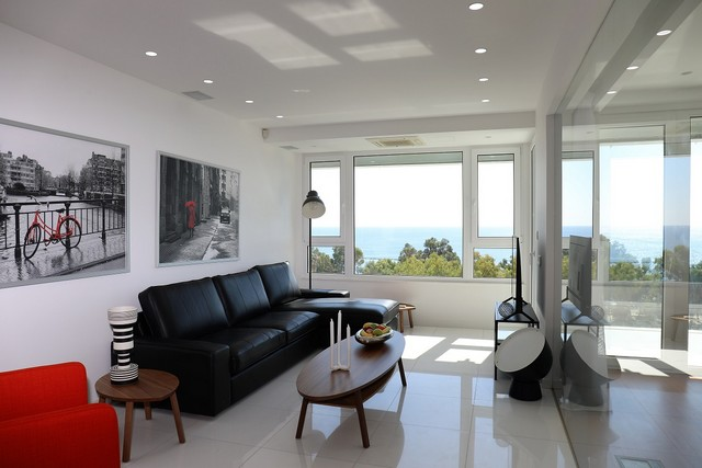Sea Front Luxury One Bedroom Apartment Unobstructed sea-view