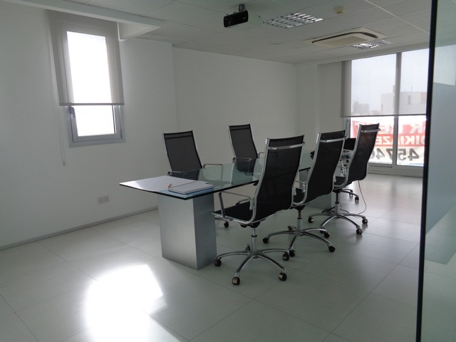 Modern Office 250mtrs with raised floor Located in Business Area