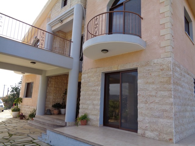 Spacious 4 Bedroom plus Attic Room Villa in Pyrgos with Pool Unfurnished
