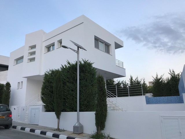 4 Bedroom Villa with Pool in Agios Tychonas