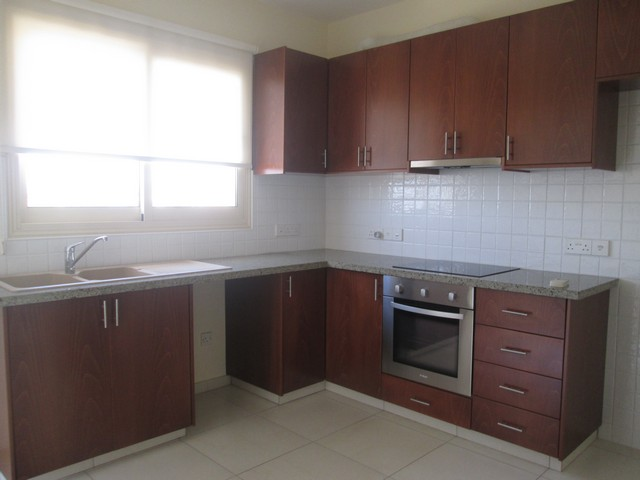 Spacious 3 Bedroom Apartment with Separate Kitchen