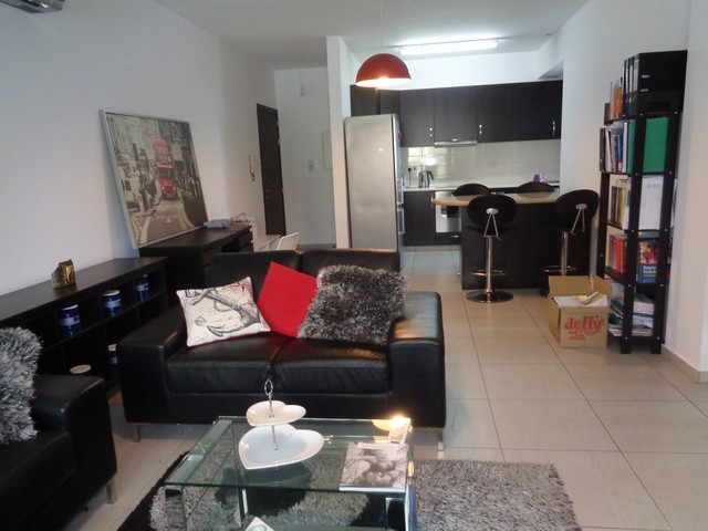 2 Bedroom Apartment Furnished in quiet area with communal pool