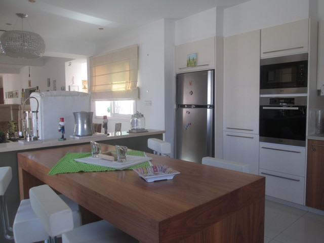 Huge Whole Floor 4 bedroom Upper Floor Potamos Germasogia Just Across the Sea