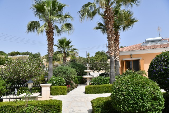Lovely Bungalow with Mature Gardens and Fruit Trees and Big Pool