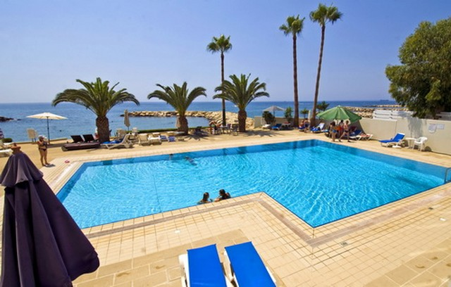 3 Bedroom Apartment With Communal Pool Unfurnished