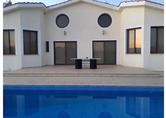 4 Bedroom Bungalow with Pool, Garden, Furnished and All en-suite