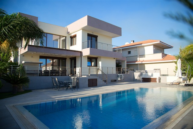 5 Bedroom Luxury Villa with Pool