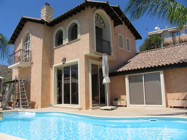 4 Bedroom Villa With Swimming Pool in Palodia