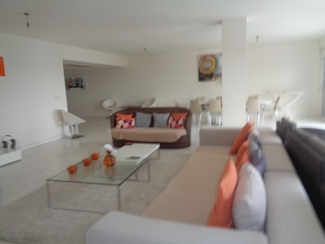 Huge Three Bedroom Apartment on the Sea