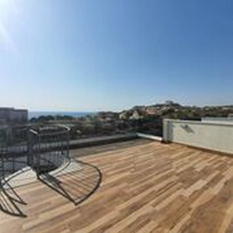 Three Bedroom Seafront Penthouse with Roof Garden in Complex with Five Star Facilities