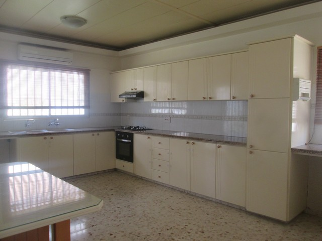 3 Bedroom Upper Floor House Unfurnished