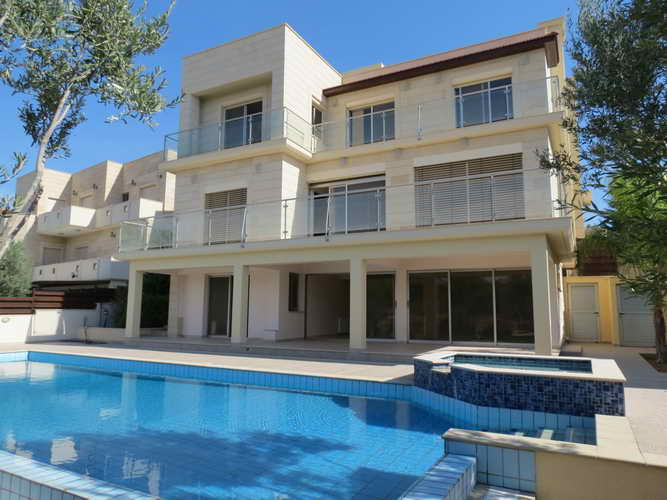 Luxury Villa 5 Bedrooms with pool and Garden