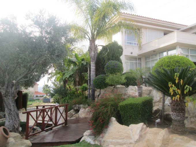 5 Bedroom Detached Villa with Amazing Views, Pool and Large Mature Gardens