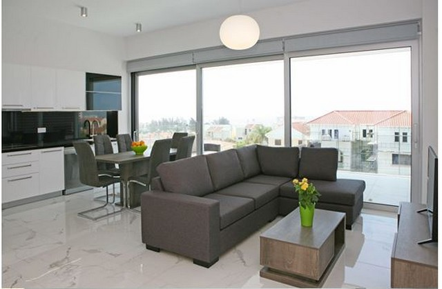 Luxury and Modern 2 Bedroom Apartment with Communal Pool