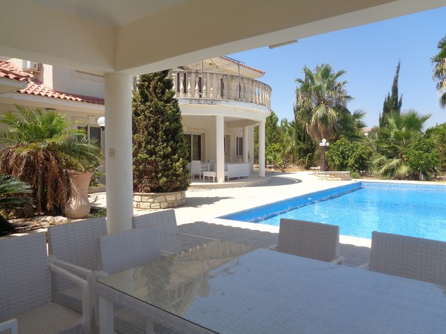 Huge 7 Bedroom Villa on Large Land with Fruit Trees and Large Swimming Pool