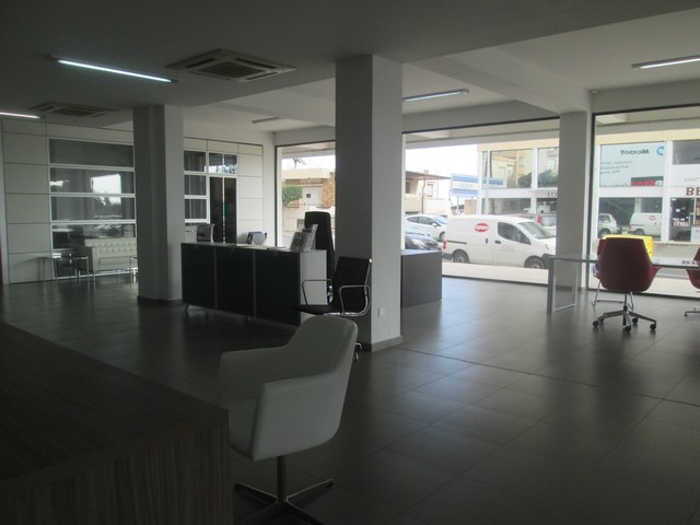 Modern Showroom 362m2 Ideal also for Office Purposes