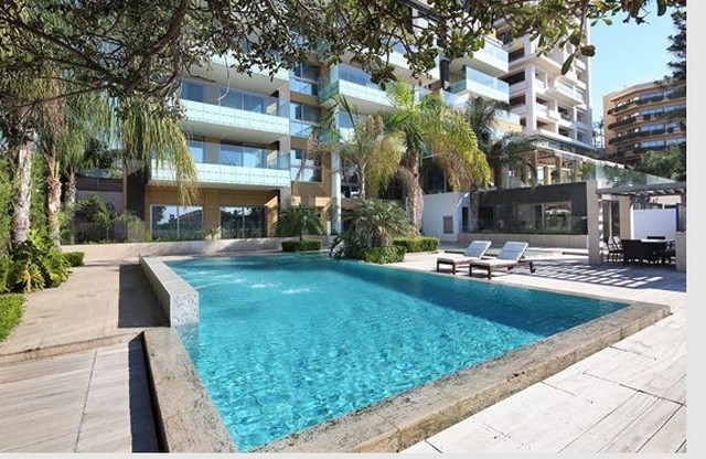 Two Bedroom Luxury Apartment on the Beach with Communal Pool