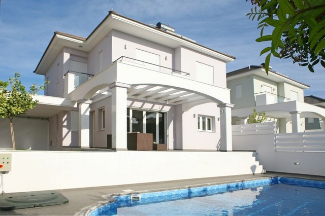 3 Bedroom Villa with Pool Furnished Just 150mtrs from the Sea