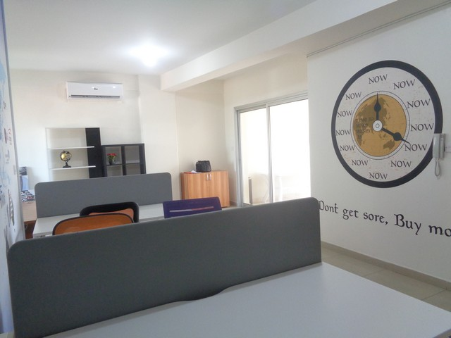 Office 100m2 in Commercial Building