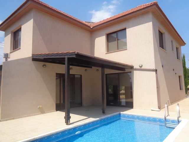 3 Bedroom Detached House with Pool