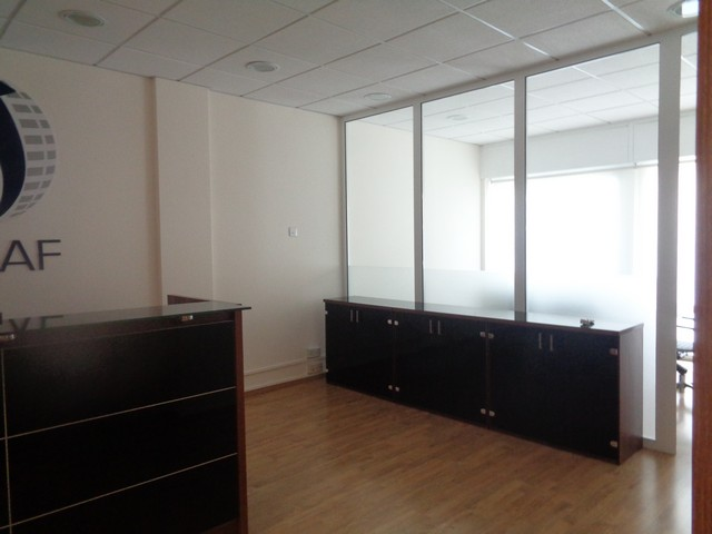 100m2 office in commercial building