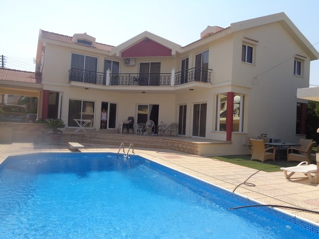 4 Bedroom Villa Furnished with Pool