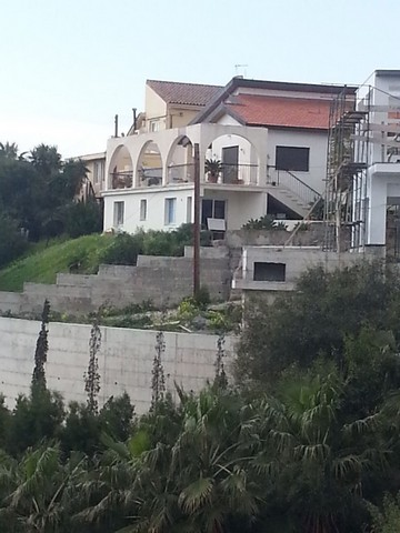 3 bedroom House on Hill with Amazing Sea View