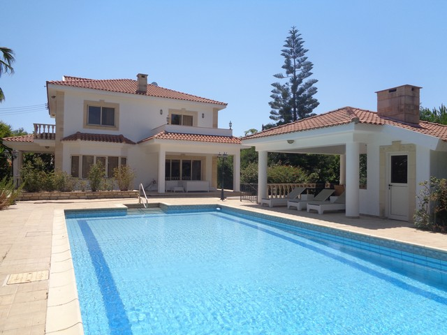 Five Bedroom House with Pool and Lovely Mature Gardens
