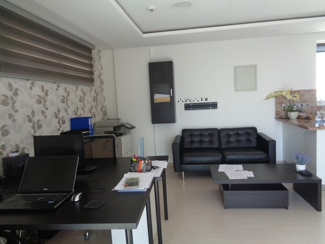 40m2 office furnished