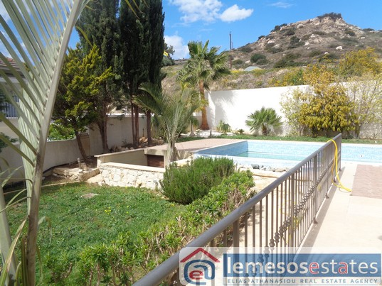 5 Bedroom with pool and beautiful gardens